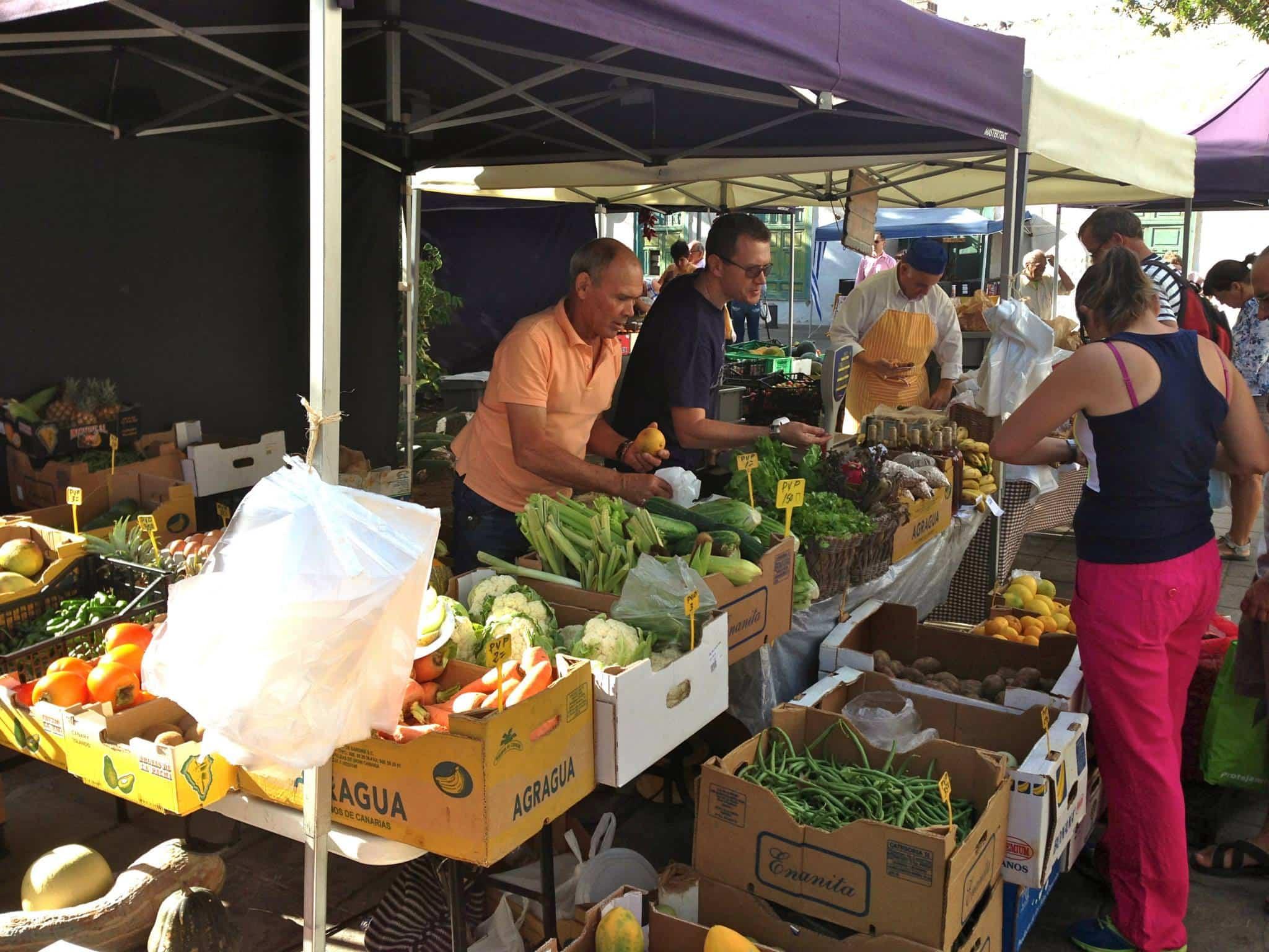 mercadillo de frutas y verduras en Arrecife